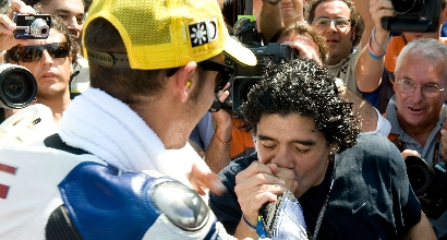 """Maradona ringrazia Rossi: """"Campione"""""""