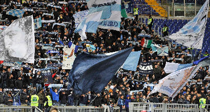 Lazio, adesivi antisemiti: la Procura chiede due turni a porte chiuse