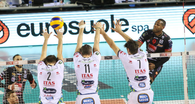 Volley, playoff: vola Civitanova, Modena riprende Perugia
