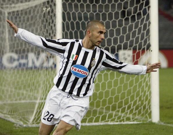 MARCO DI VAIO E LA JUVE - Dopo un'ottima stagione nel Parma, venne acquistato dalla Juve nel 2002 per 20 milioni di euro. Due le stagioni disputate in bianconero, con 28 gol segnati tra campionato e Coppe. Nel palmares 1 scudetto e 1 Supercoppa italiana, con il posto fisso tra i convocati della Nazionale.