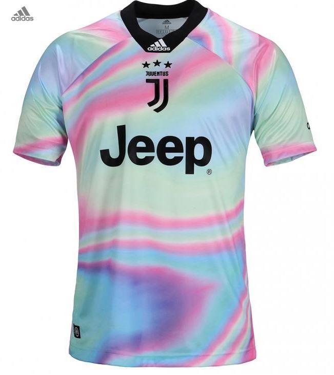 Juve: ecco la nuova maglia da collezione | Foto - Sportmediaset