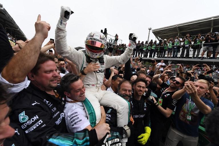 Con la vittoria nel Gp del Brasile, Hamilton porta alla Mercedes anche il titolo costruttori (11 novembre)