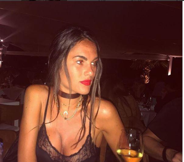Valentino Rossi ha preferito restare sul vago alla domanda dell'inviato di Striscia la Notizia, Valerio Staffelli, in merito alle nozze con la sua att...