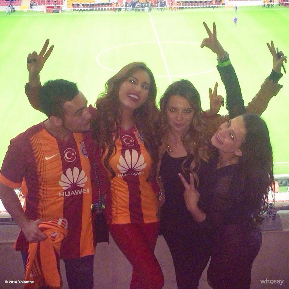 Wesley Sneijder e Yolanthe Cabau hanno deciso di divorziare dopo quasi nove anni di matrimonio. La notizia arriva dall'Olanda, precisamente dal De Tel...