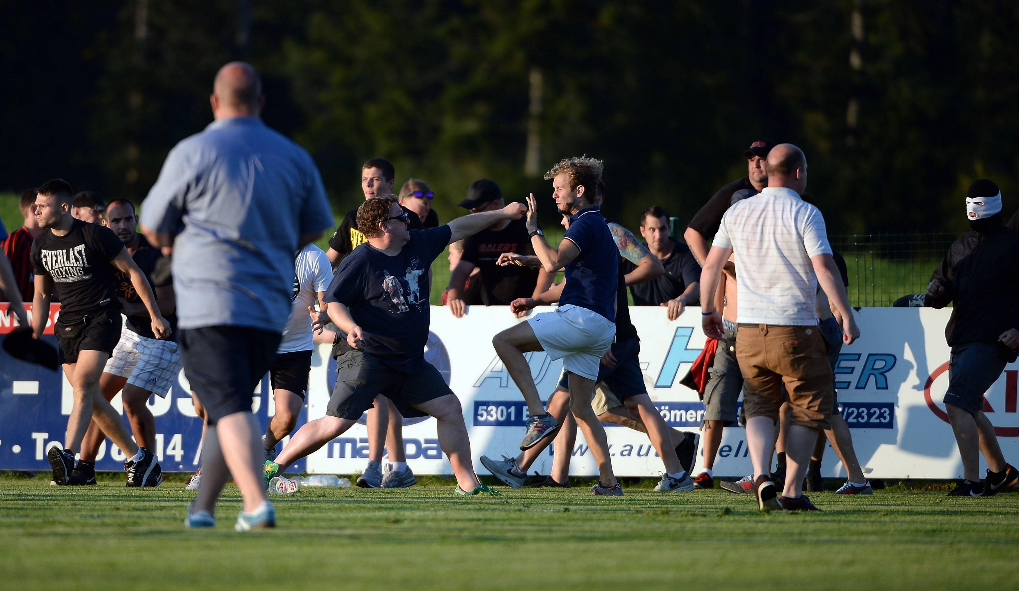 Leeds-Eintracht finisce in rissa