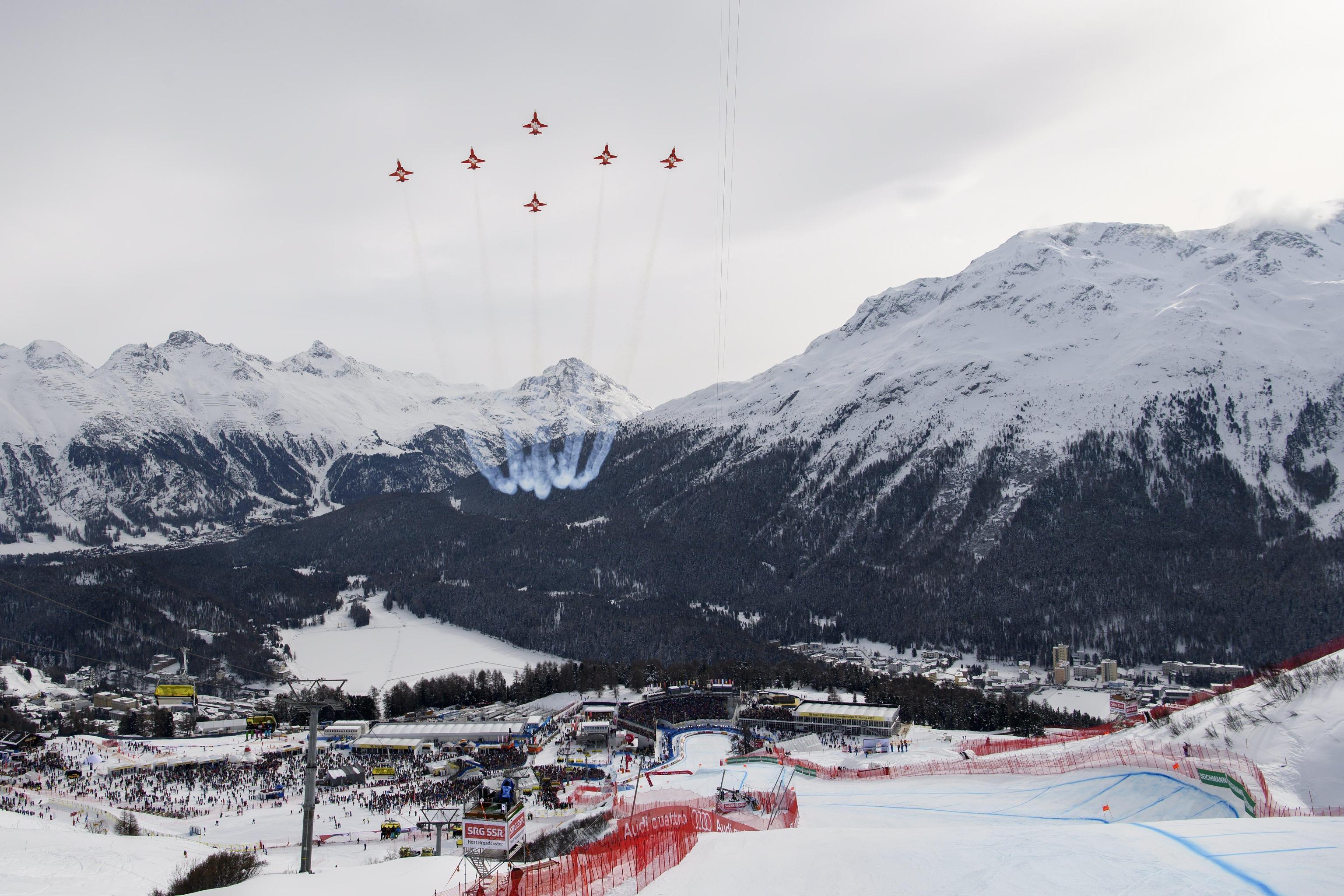 """Sfuma di un soffio la prima medaglia azzurra ai Mondiali di sci di St. Moritz. Nella discesa femminile Sofia Goggia commette un grave errore nel finale al termine di una gara velocissima e termina al quarto posto, a soli 7 centesimi dal podio. L'oro va alla slovena Ilka Stuhec che chiude con il tempo di 1'32""""85 precedendo di 4 decimi l'austriaca Stephanie Venier. A conquistare il bronzo è, invece, la statunitense Lindsey Vonn (+0""""45)."""