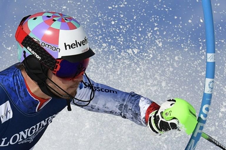 """Parla svizzero la combinata maschile valida per i Mondiali di St. Moritz: a conquistare l'oro è il sorprendente Luca Aerni che trionfa col tempo di 2'26""""33 precedendo di un solo centesimo l'austriaco Marcel Hirscher che si deve accontentare dell'argento. Terzo posto per un altro elvetico, Mauro Caviezel. Ai piedi del podio Dominik Paris cui non basta un ottimo slalom dopo l'ottavo posto in discesa. Delude Pinturault, solo decimo."""