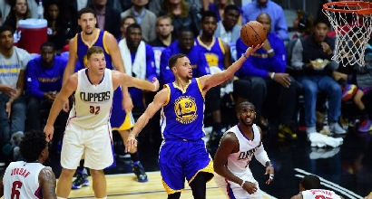 Nba: Warriors imbattibili, ai Kings non basta Belinelli