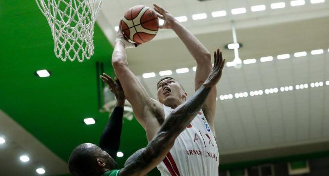 Basket, Serie A playoff: Milano sopravvive a Avellino e si porta sul 2-2