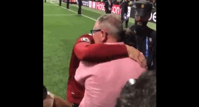 Henderson e la Champions tutta per papà: commovente abbraccio a bordo campo