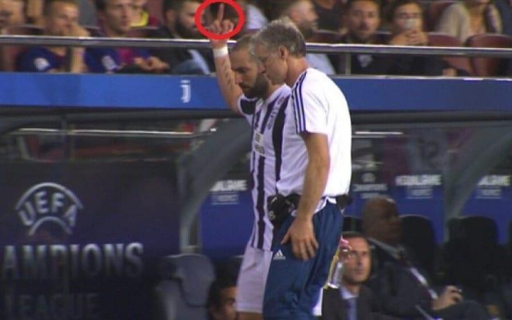 Barcellona-Juve. Gonzalo Higuain esce dal campo di gioco e