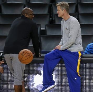 Nba Finals, stanotte gara-1: è sempre LeBron contro Curry