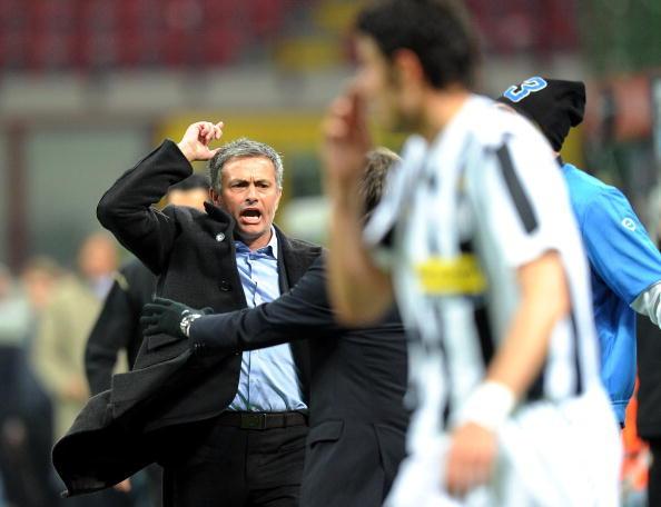 Juventus vs Inter 2010: Mourinho protesta vicino alla panchina
