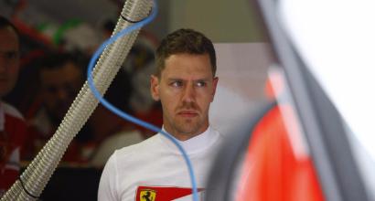 Hamilton in pole, Rosberg e Vettel retrocessi