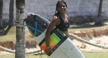 Colpita da un fulmine in mare: muore campionessa di surf