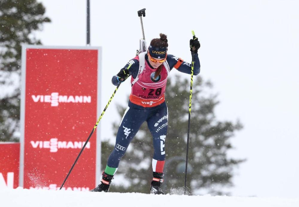 Altra gioia per Dorothea Wierer ai Mondiali di Holmenkollen. Dopo l'argento di domenica nell'inseguimento, l'azzurra di Anterselva si aggiudica la Coppa del Mondo di specialità nell'individuale di 15 km. La finanziera di Anterselva, a segno ad inizio stagione a Oestersund e Ruhpolding, ha terminato all'ottavo posto con due errori, mettendo in cascina i punti sufficienti per diventare irraggiungibile a quota 154 contro i 152 della Dorin.