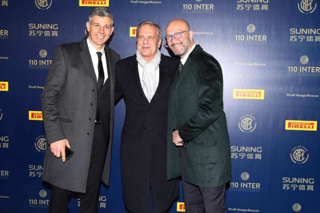 Francesco Toldo e Walter Zenga con Enrico Bertolino