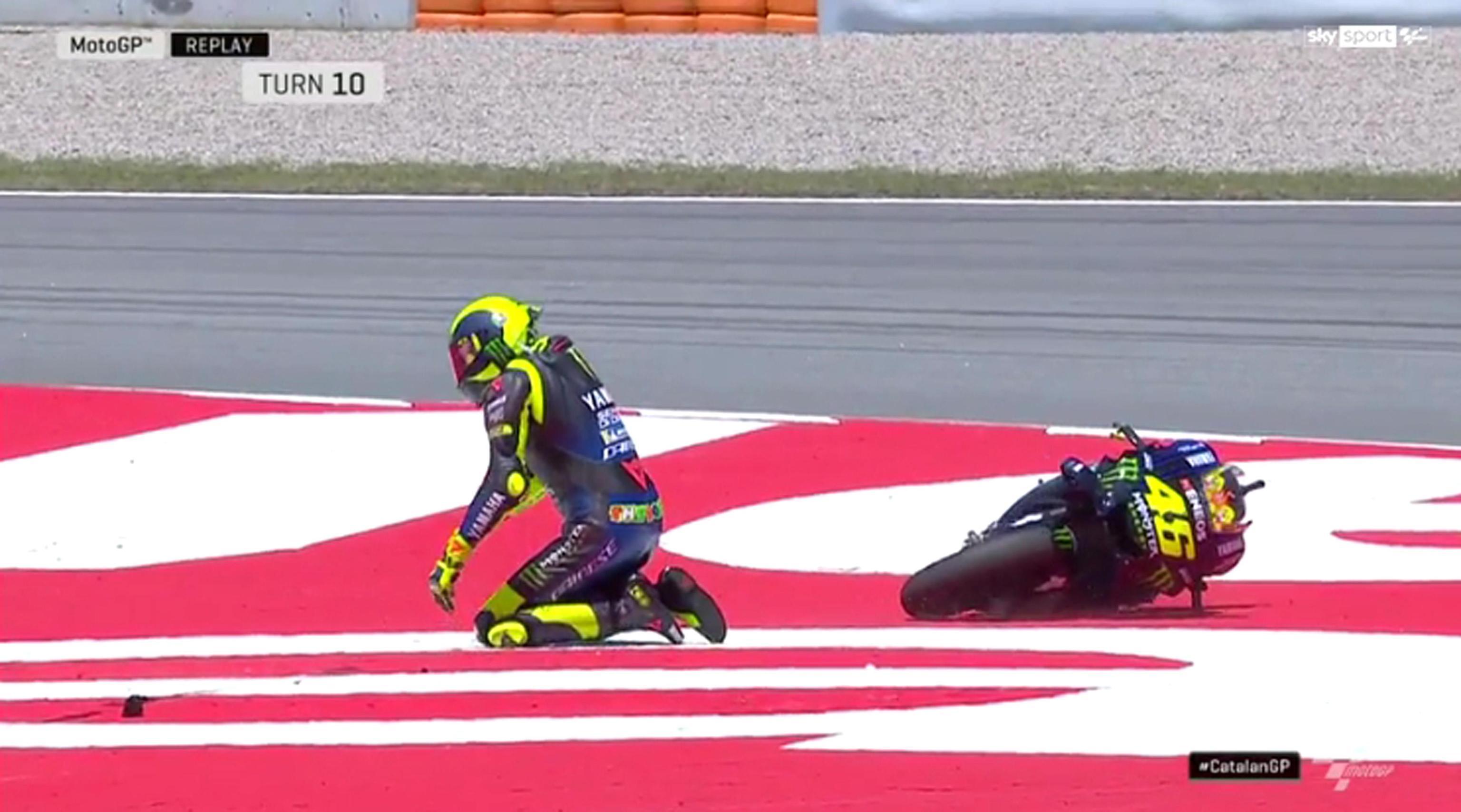 Clamoroso a Barcellona. Lo spettacolo di una gara che poteva essere combattutissima è stato di fatto cancellato dopo pochi giri, quando Jorge Lorenzo ...