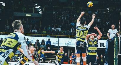 Volley, playoff Superlega: Modena rimonta Milano e vola in semifinale