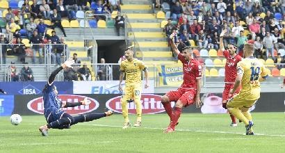 Serie B, vincono Frosinone e Palermo: lotta infuocata per il secondo posto