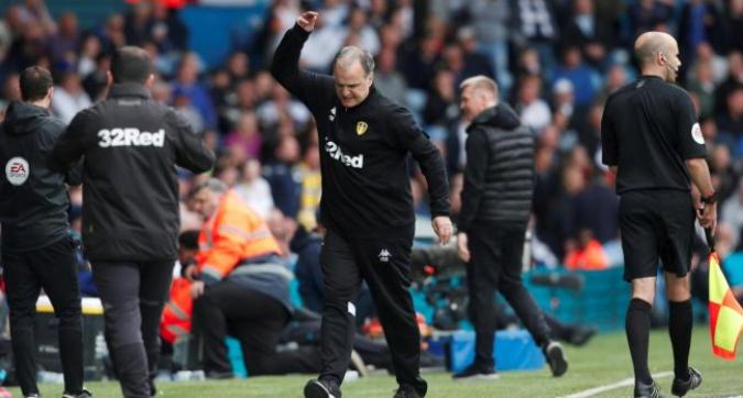 L'incredibile lezione di fair play di Bielsa in Leeds-Aston Villa: ordina di far segnare gli avversari!