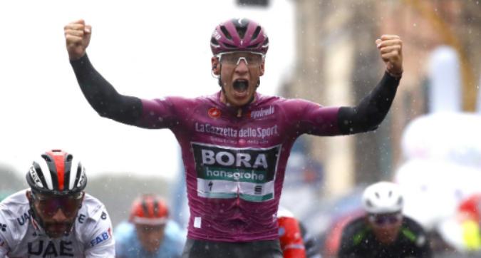 Giro d'Italia 2019: Ackermann vince la quinta tappa, Roglic resta in rosa. Dumoulin si ritira