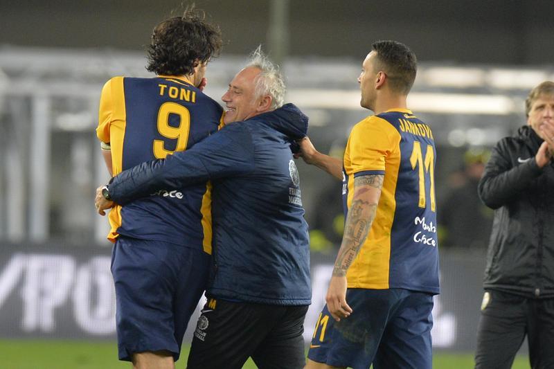 Verona-Napoli, Toni fa il matador