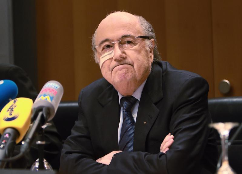 """Blatter incerottato: """"""""Sono diventato un punching ball"""""""