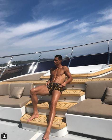 Cristiano Ronaldo, tintarella a Monte Carlo