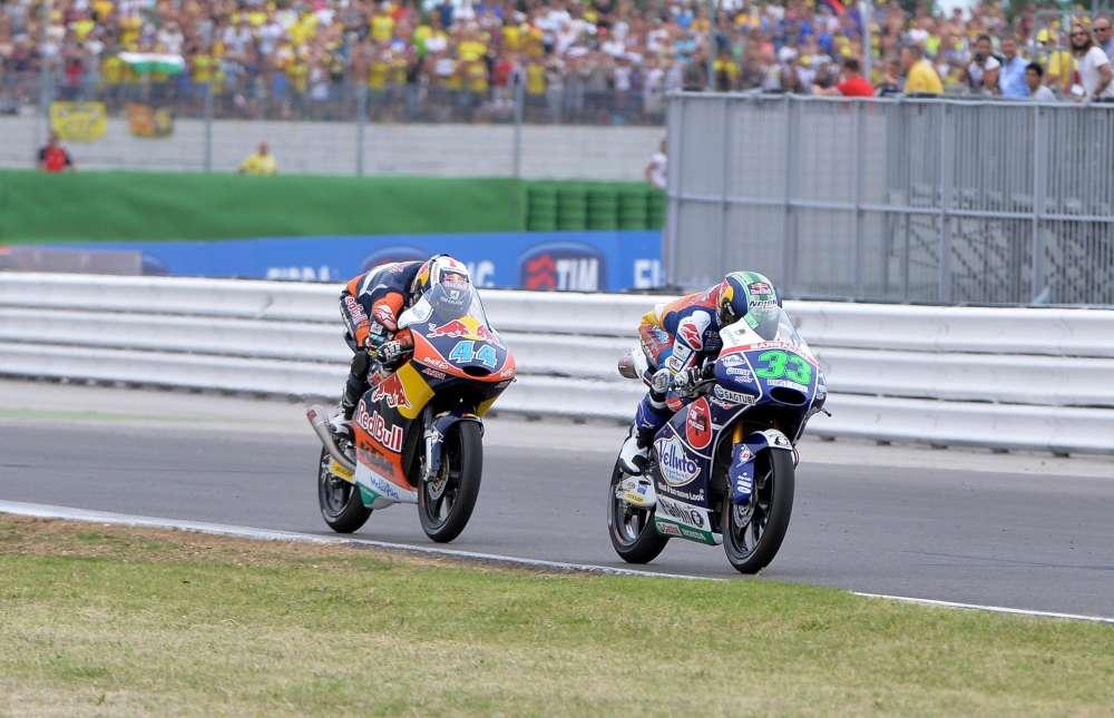 Moto3, Bastianini vince con capelli tricolore
