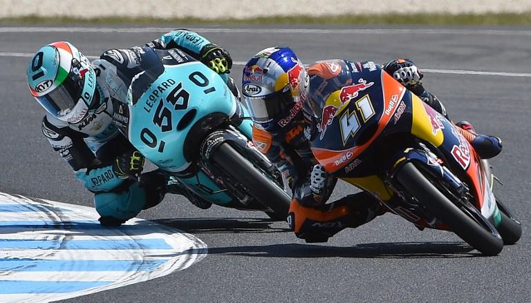 Moto3, paura per una caduta di gruppo a Phillip Island