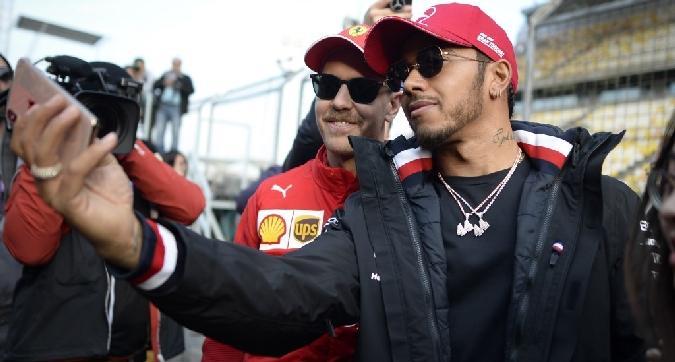 Lewis, selfie con... Seb