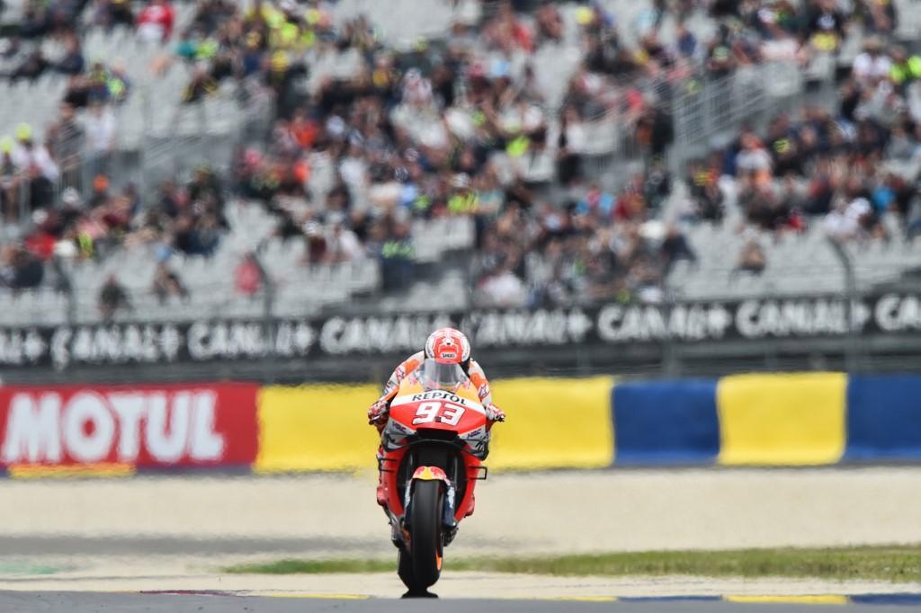Pole sul bagnato per lo spagnolo a Le Mans, Ducati e Rossi all'inseguimento