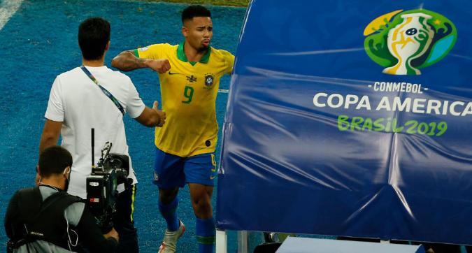 Brasile, Gabriel Jesus perde la testa dopo l'espulsione
