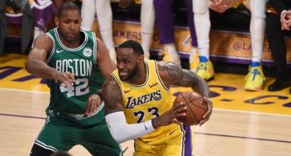 Nba: LeBron piegato da Irving, i Lakers ancora ko. Continua il volo di Milwaukee