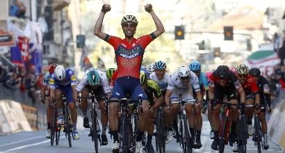 Ciclismo, leggendario Nibali: trionfa in solitaria alla Milano-Sanremo
