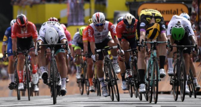 Tour de France, 1.a tappa: finale al fotofinish a Bruxelles, tappa e maglia gialla a Teunissen