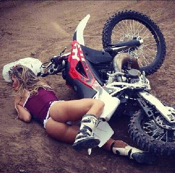Motocross, quando la caduta è sexy