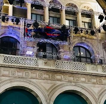 F1, una Toro Rosso con vista Duomo