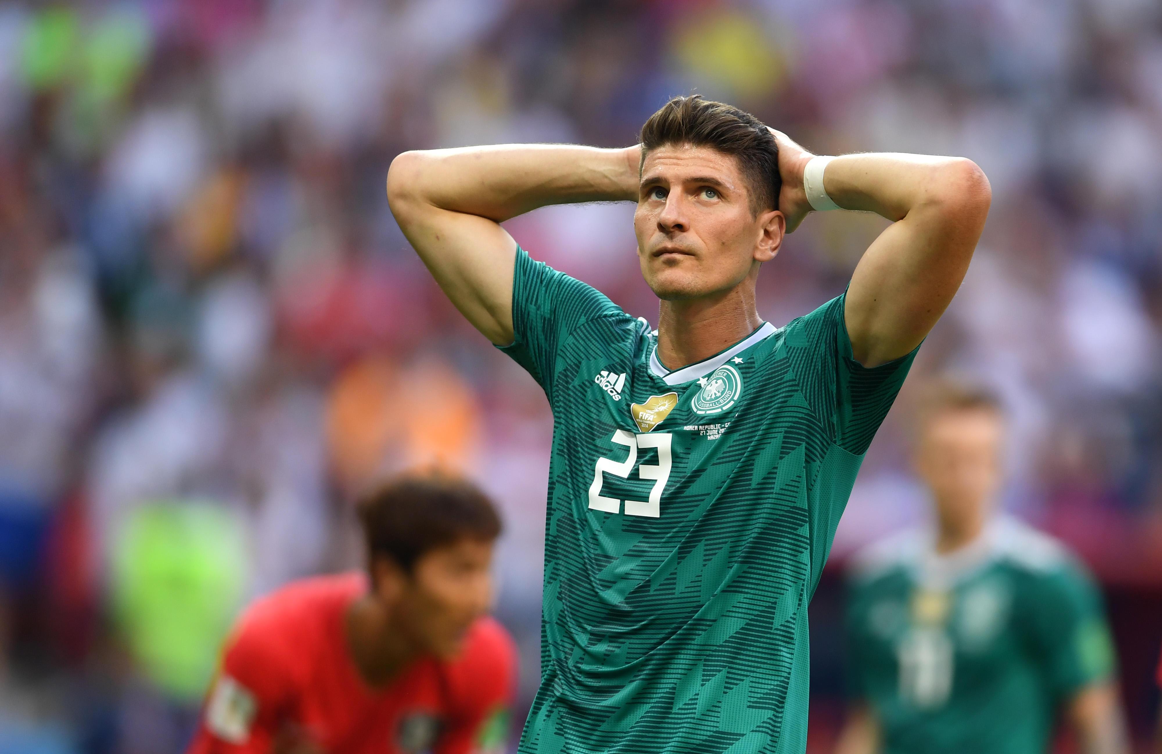 Mario Gomez dice addio alla Germania il 5 agosto, un mese dopo la delusione Mondiale.