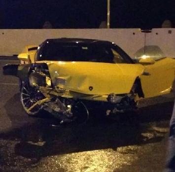 La Lamborghini di Keita Balde dopo essere finita contro un muro (ottobre 2014).