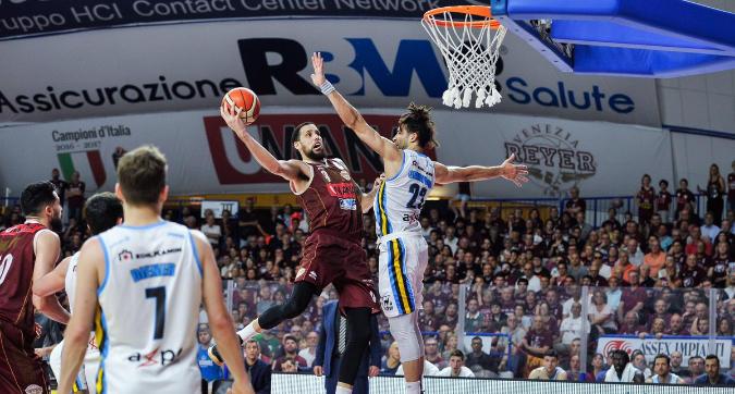Basket, playoff: Venezia-Cremona 78-75, la semifinale si decide alla bella