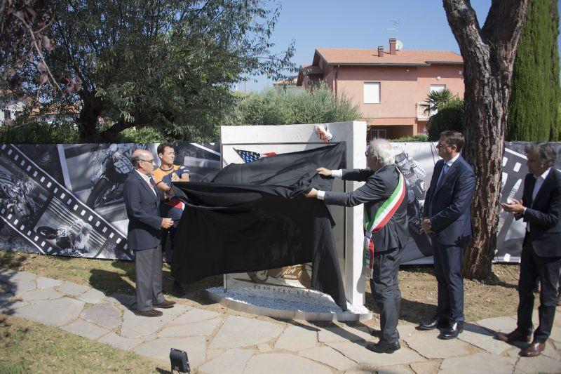 Moto GP, Misano ricorda Hayden: inaugurato il giardino col monumento, le foto