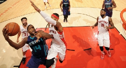 Nba: colpo Hornets, Knicks in crisi nera