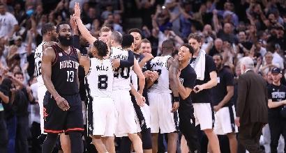 Nba, playoff: i Rockets cadono all'overtine, Spurs avanti 3-2