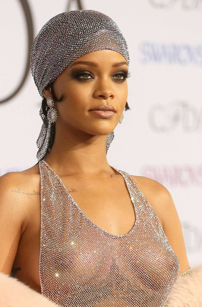 Lewis flirta con Rihanna?
