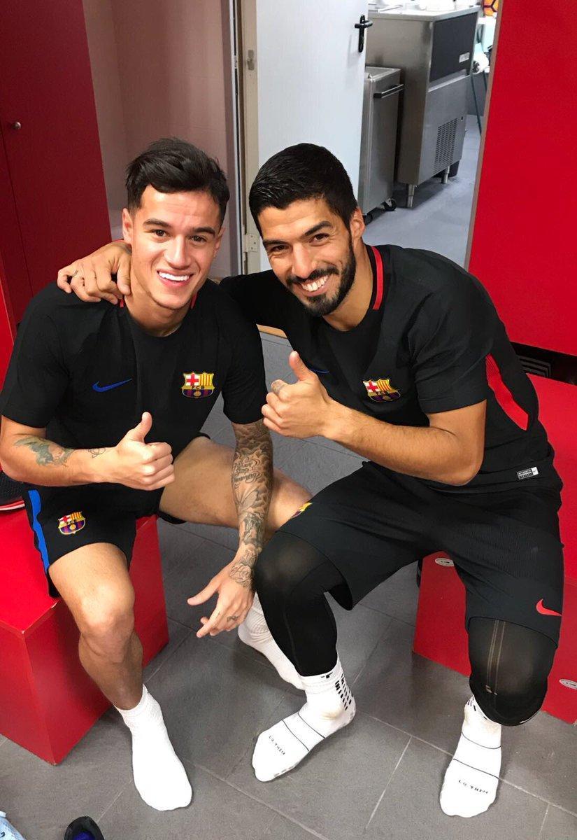Barcellona, Coutinho incontra i nuovi compagni: le foto