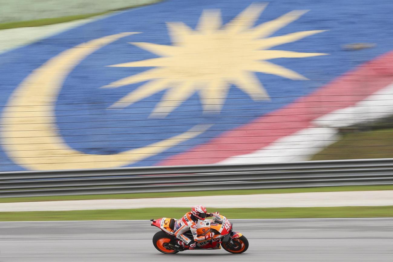 MotoGP, Marquez in pole dopo il diluvio a Sepang