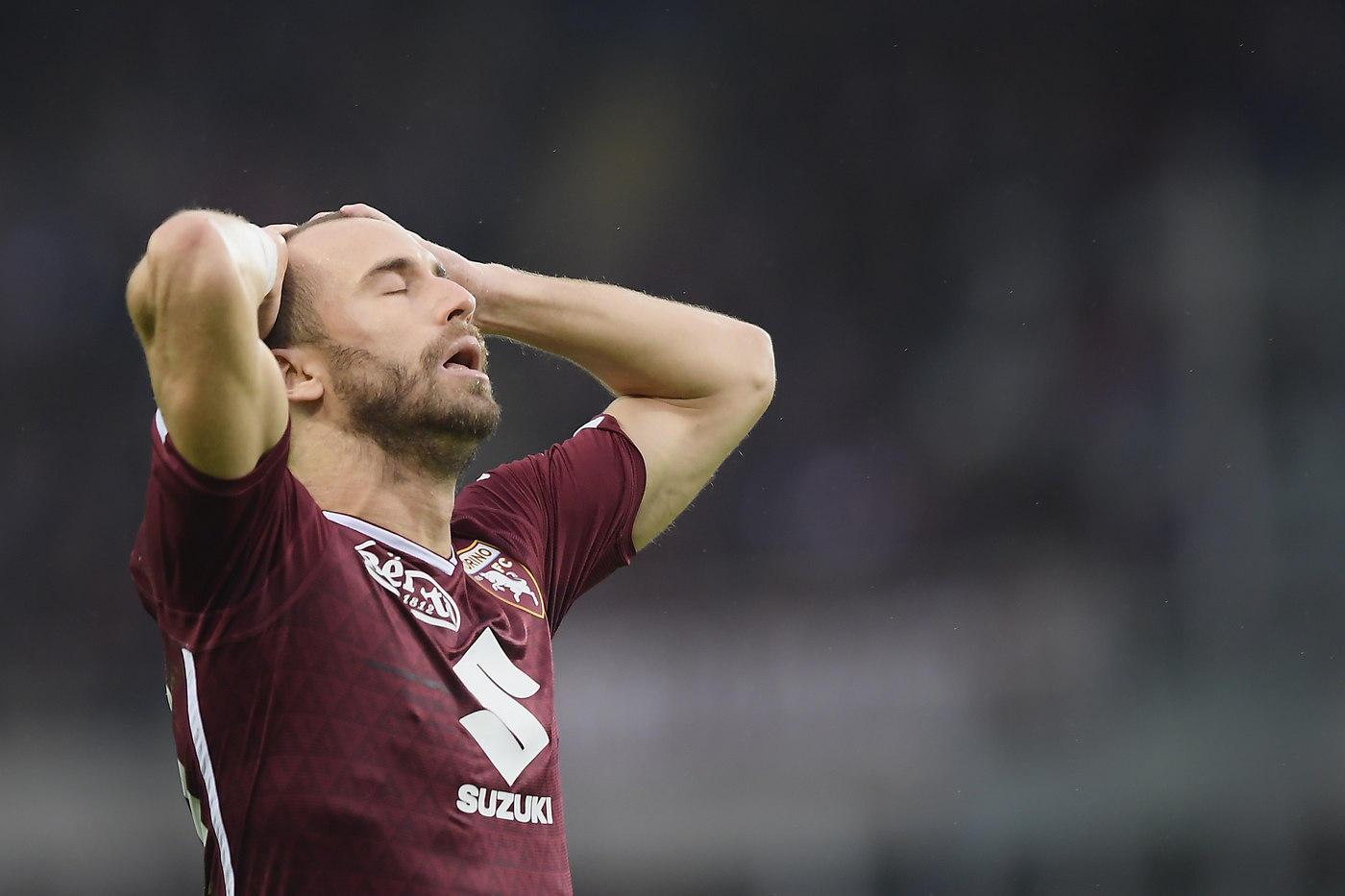 Colpo esterno del  Parma  nel secondo anticipo della 12.a giornata di Serie A. I gialloblù di D'Aversa hanno battuto 2-1 il  Torino  aggacciando i granata a quota 17 punti in classifica. Vantaggio del Parma al 9' firmato da  Gervinho , bravo ad approfittare di un erroraccio di Izzo e Nkoulou. Al 25'  Inglese  batte Sirigu sul primo palo per la rete da tre punti. Al Torino non basta il timbro di  Baselli  (37') per evitare la terza sconfitta stagionale.