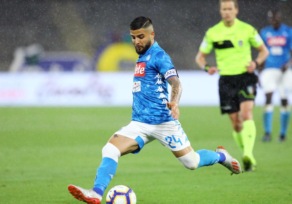 Lorenzo Insigne ha rinnovato con il Napoli, ma non ha ancora ritrovato il feeling con i suoi tifosi. De Laurentiis chiede 100 milioni per il capitano, su quelle cifre non ci sono pretendenti, nemmeno quel Liverpool che in gennaio aveva fatto un sondaggio.